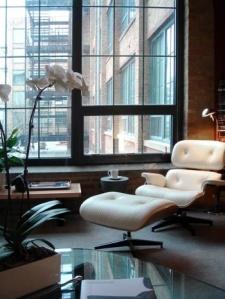 white-lounge-eames