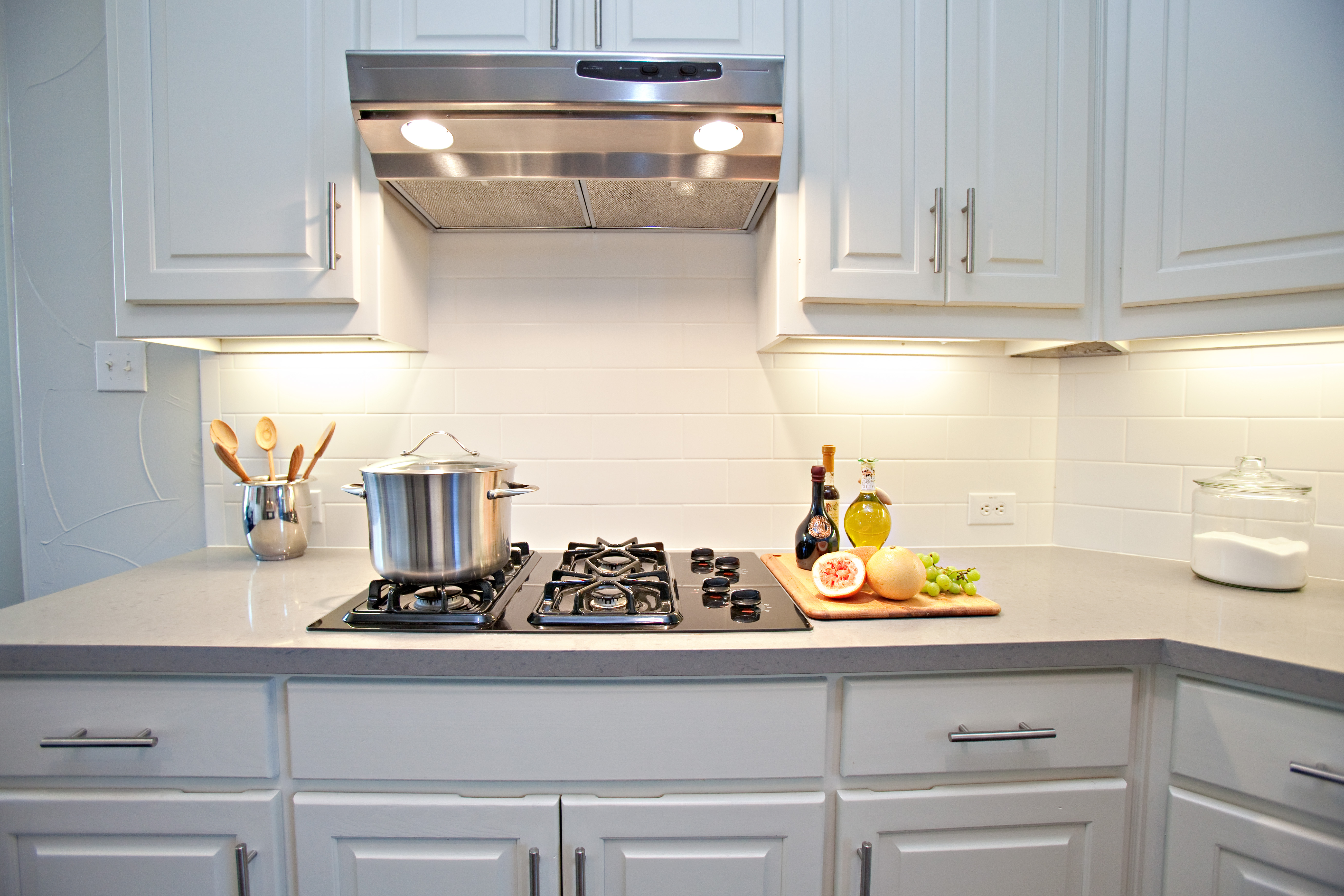 White subway tile backsplash - Kitchen tile backsplash photos ...