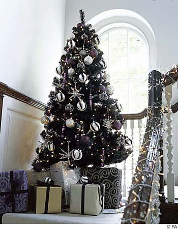 Black trees can also be glamorous and chic when done in the right way.